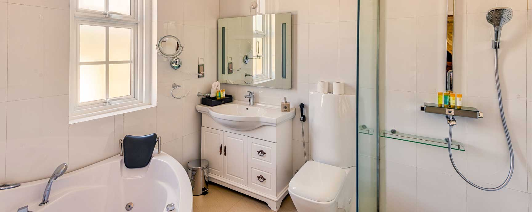Premier Deluxe bathroom facilities