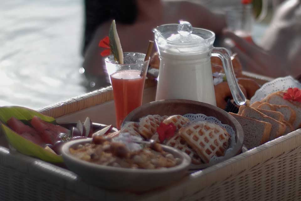 Floating Breakfast hamper with a delicious meal