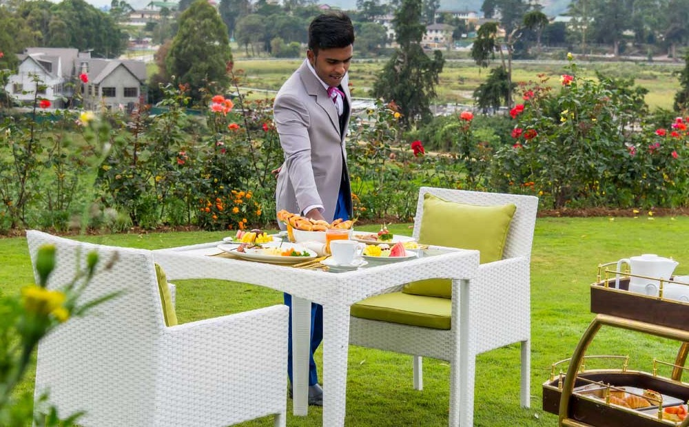 Outdoor dining  arrangement with a scenic view